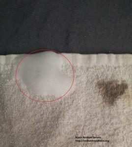 Håndduk med flekker og Vanish Ocy Action